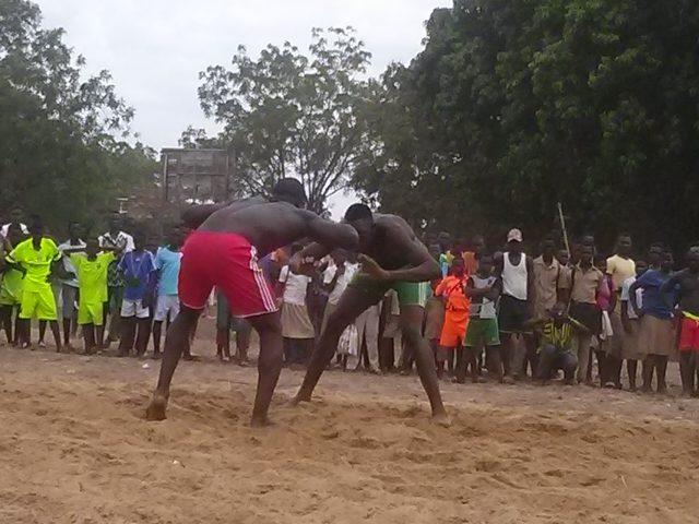 La compétition de la lutte a agrémenté 27 avril à Sotouboua