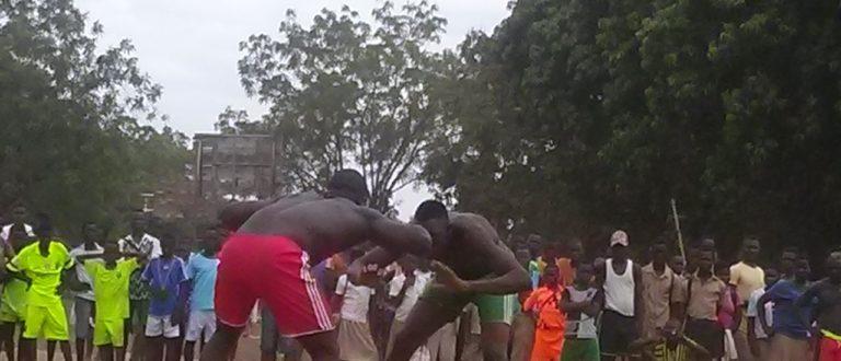 Article : La compétition de la lutte a agrémenté 27 avril à Sotouboua