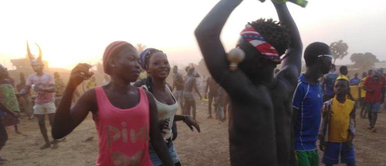 Article : La jeunesse de Sotouboua dit oui à la paix et au développement, autour de la danse kamou